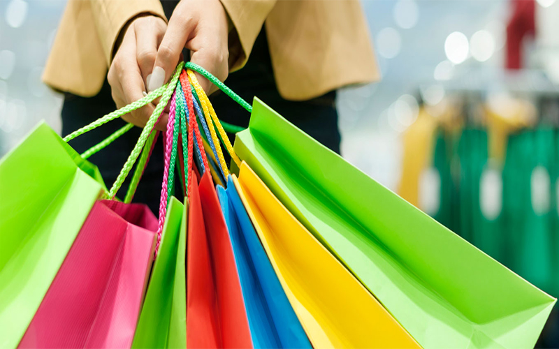 مبيعات التجزئة الأمريكية تتعافى بأسرع من المتوقع خلال مارس