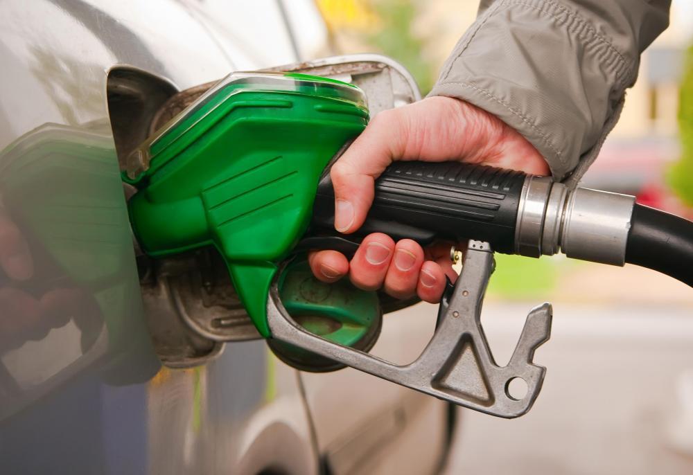 مصر تتجه لزيادة أسعار الوقود في يناير المقبل