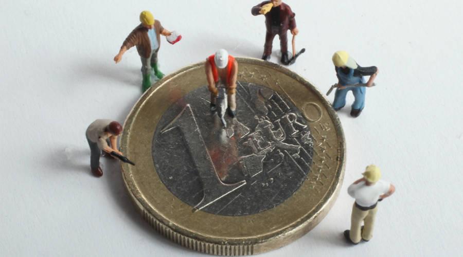 تحركات اليورو تتناغم مع تصريحات أعضاء المركزي الأوروبي