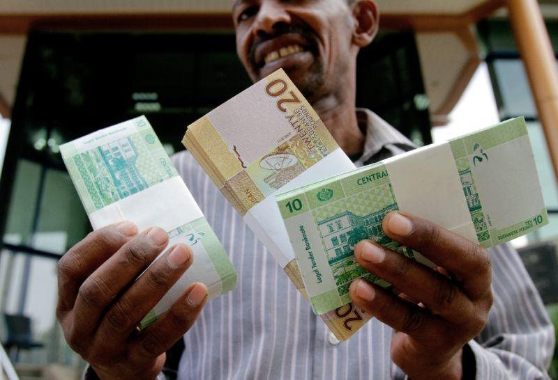 التضخم بالسودان يقارب 64% مع استمرار هبوط العملة المحلية أمام الدولار