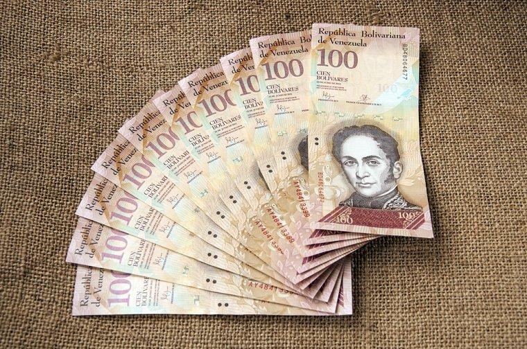 فنزويلا تلغي 5 أصفار من قيمة العملة بعد وصول التضخم إلى 46000%