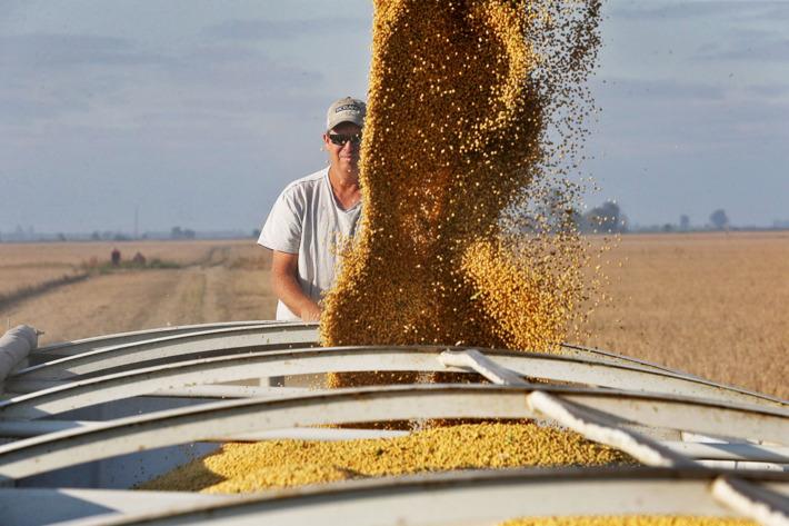 حزمة مساعدات للمزارعين المتضررين بالولايات المتحدة