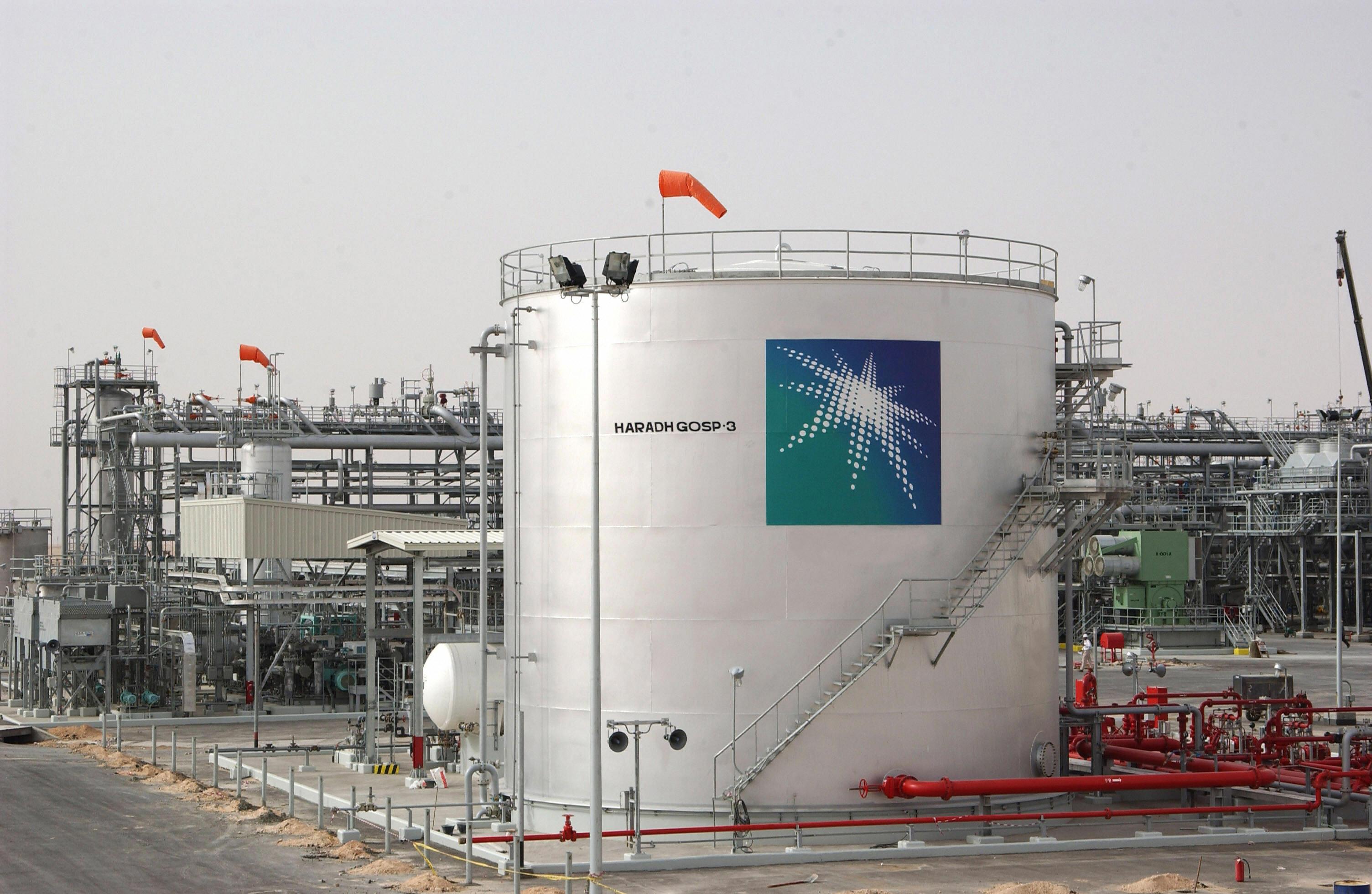 السعودية تخفض سعر خام النفط الموجه إلى أسيا