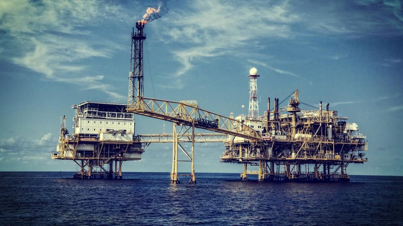 بدء استئناف إنتاج النفط الخام الأمريكي في خليج المكسيك