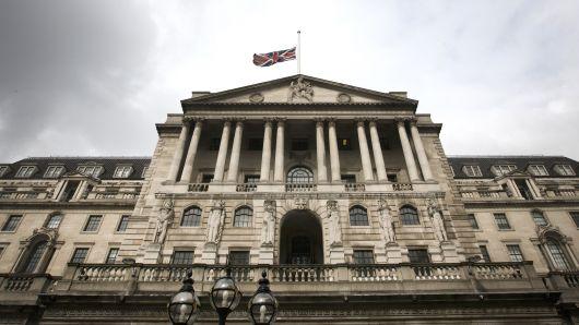 بنك إنجلترا يحتفظ بالفائدة عند 0.75%