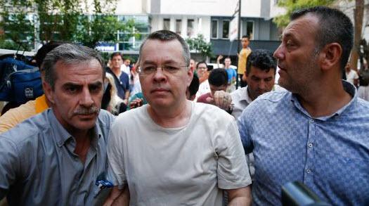 القضاء التركي يفرج عن القس الأمريكي برونسون