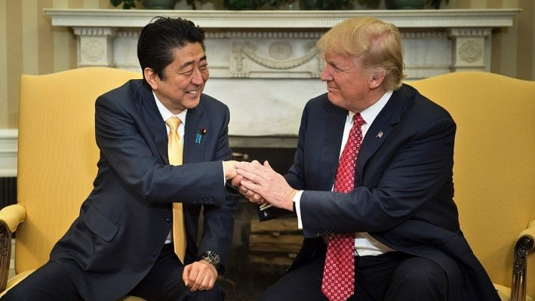 ترامب يلتقي رئيس الوزراء الياباني في الأسبوع المقبل