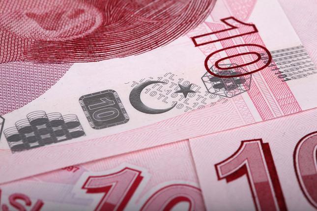 الليرة التركية تسجل أعلى مستوياتها منذ أسبوعين أمام الدولار