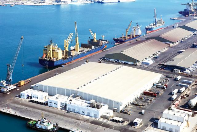 الإمارات تنفي تخفيف الحظر المفروض على قطر