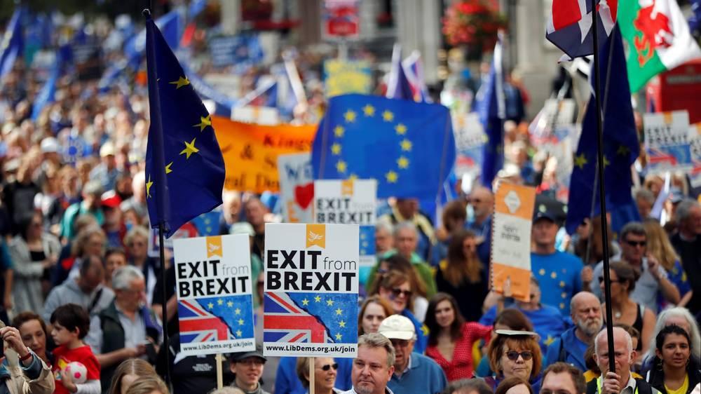 بريطانيا: مسيرات حاشدة تطالب بإجراء استفتاء جديد على البريكست