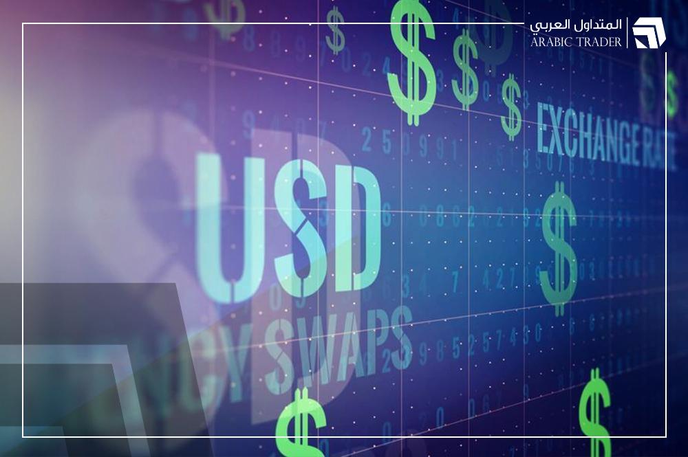 الدولار يكافح عند أدنى مستوياته