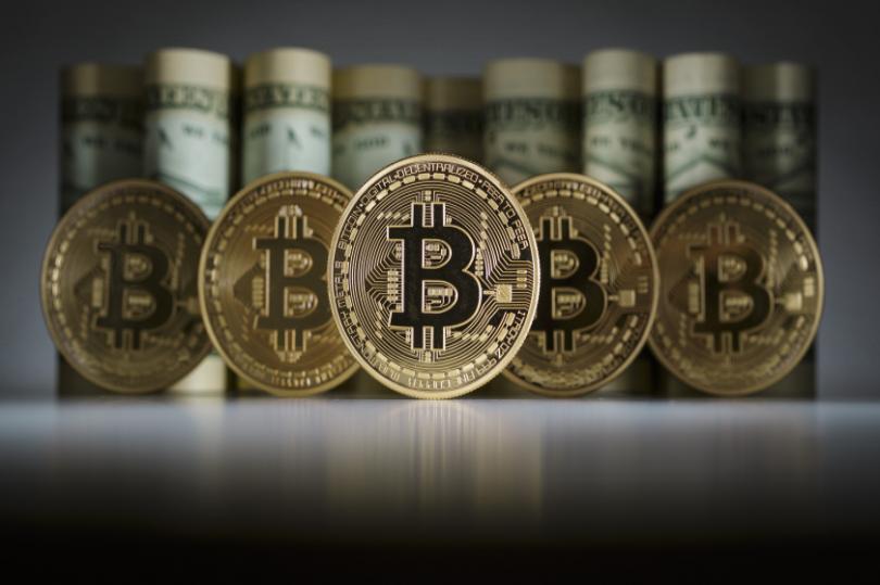 عاجل: بيتكوين بـ700 ألف دولار، ولكن تلك العملة تتفوق عليها