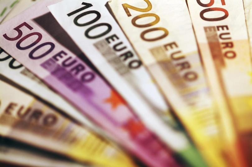 كريدي أجريكول ينصح ببيع اليورو أمام الدولار والاسترليني