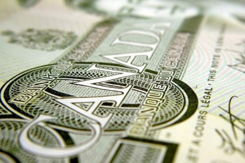 الدولار الكندي يتفاعل بشكلٍ إيجابي مع قرار الفائدة