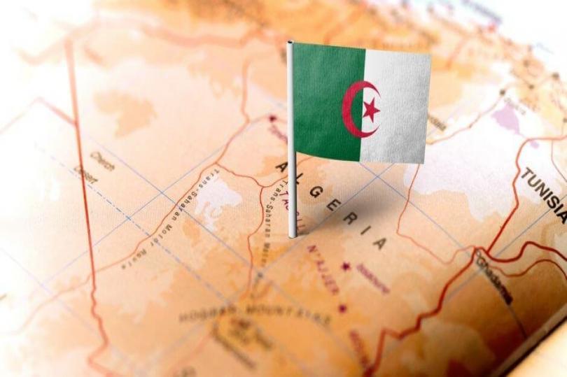 الجزائر تتوقع هبوط إيرادات الغاز والنفط بقوة خلال العام الحالي
