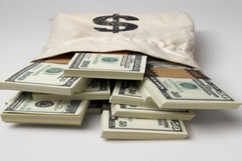 الدولار يتراجع إلى أدنى مستوى له في 12 يوم مقابل الاسترليني قبيل صدور بيانات التوظيف