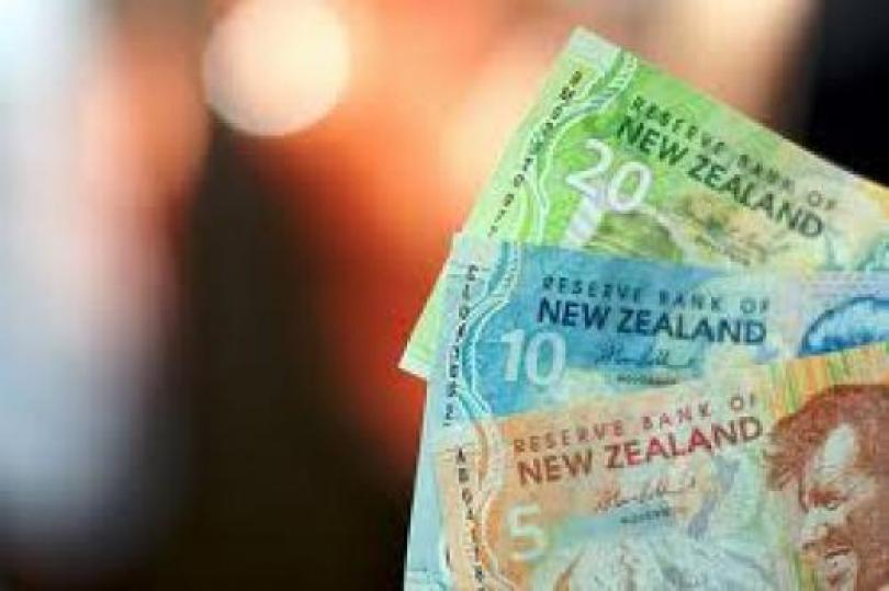 انخفاض الدولار النيوزيلندي على نحو طفيف أمام اليورو والدولار الأسترالي