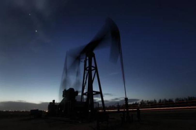 تراجع النفظ الخام قبيل إصدار تقرير ثقة المستهلك الأمريكي