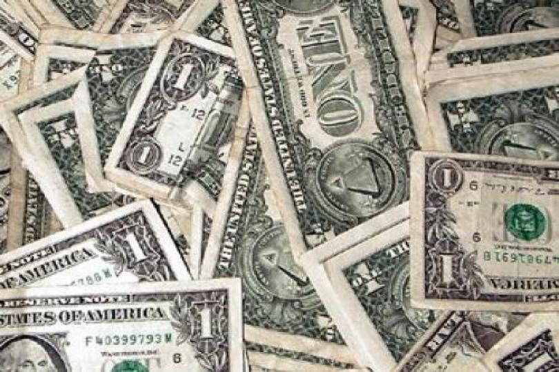 عمليات بيع مكثفة للدولار الأمريكي في أول رد فعل لتحسن بيانات الإسكان الأمريكية