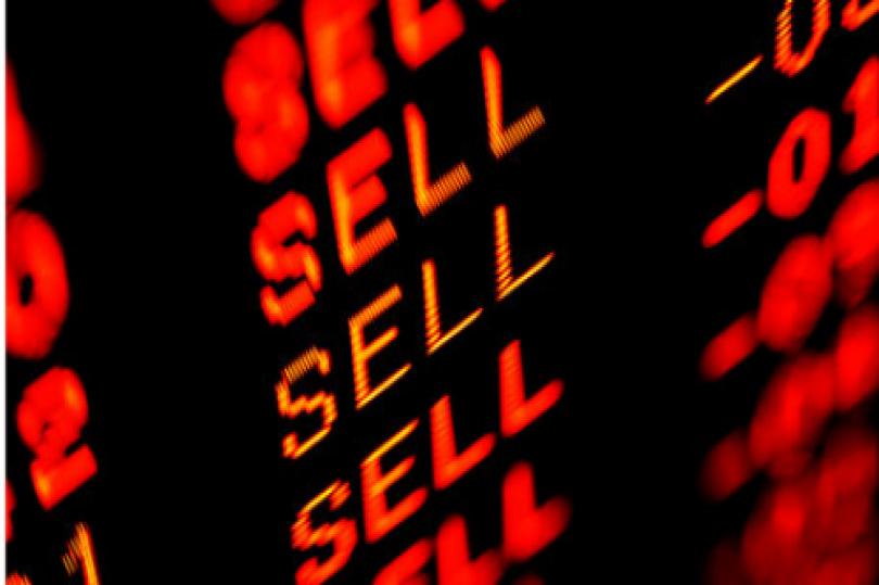 هبوط الدولار يدفع النفط إلى أعلى بواقع 2.7% وإغلاق أخضر للبورصة الأمريكية