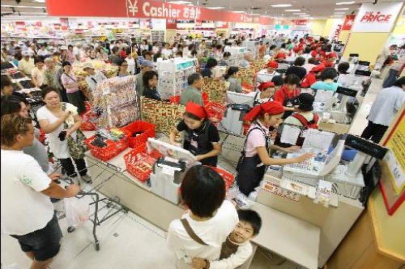 هبوط إنفاق الأسر اليابانية