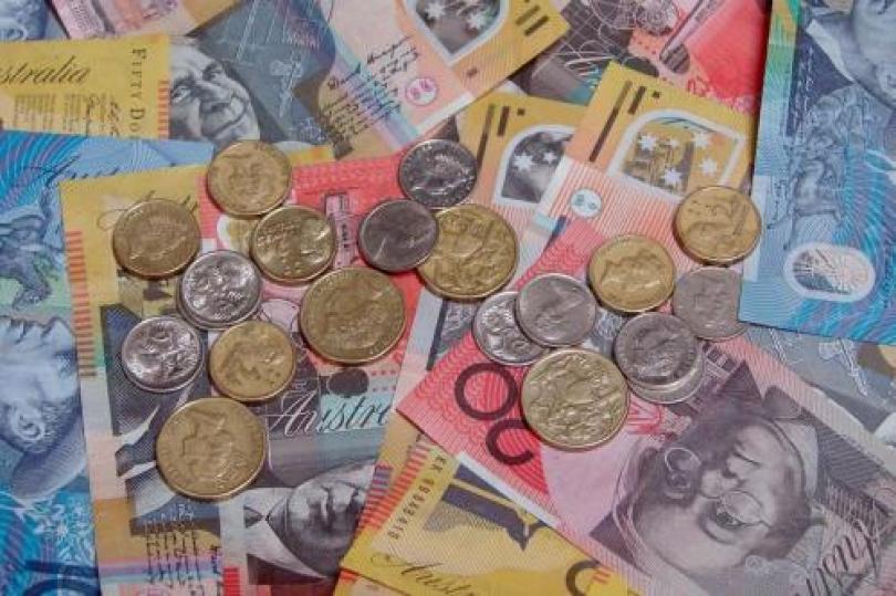 تحسن ثقة المستهلك يزيد من احتمالات رفع الفائدة الأسترالية
