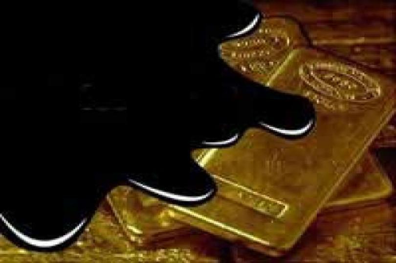 الذهب يرتفع تزامناً مع انخفاض العقود الأجلة للنفط