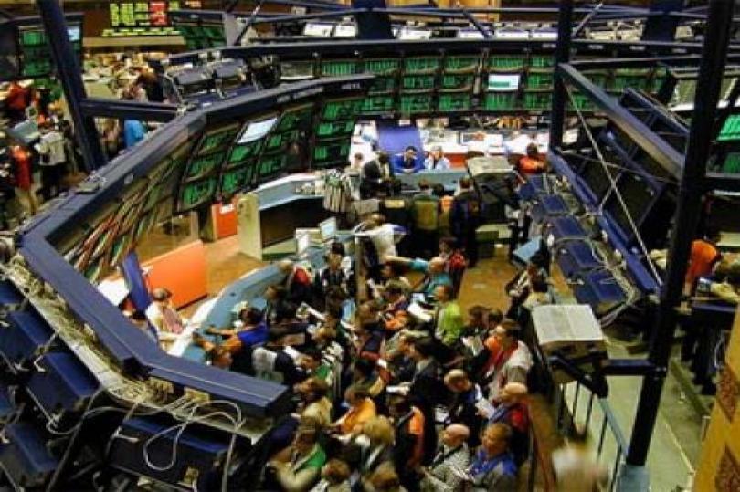 العقود الآجلة للأسهم الأمريكية ترتفع قبيل إعانات البطالة